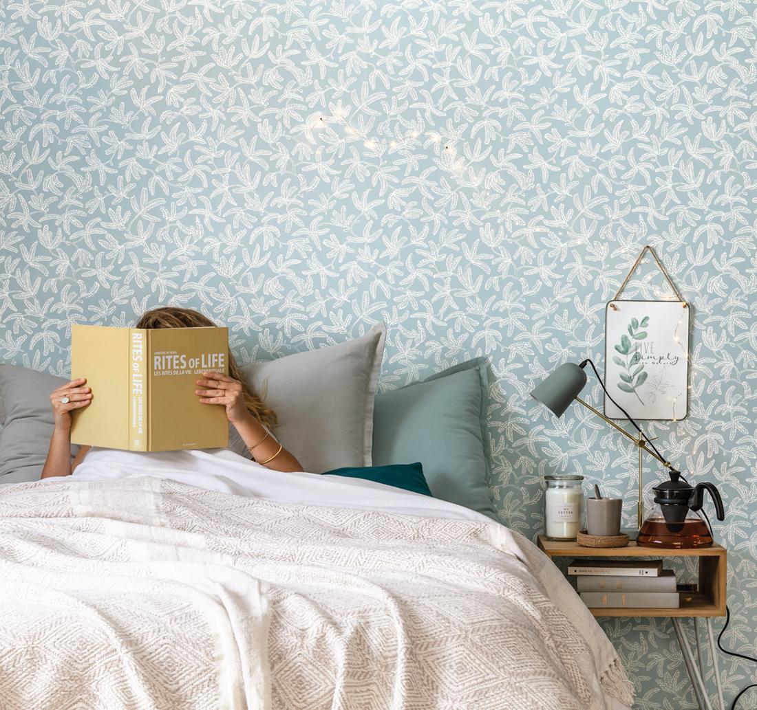 Papier peint feuillage Cocoon bleu ciel - Hygge de Casélio AMB   HYG100577029