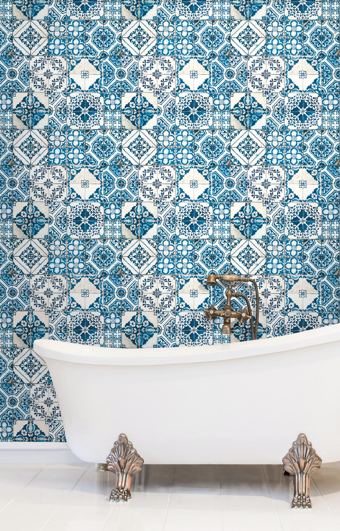 Papier peint Carreaux de ciment Azulejos bleu - Outdoors In d'Initiales AMB | Réf. INI-ON1631